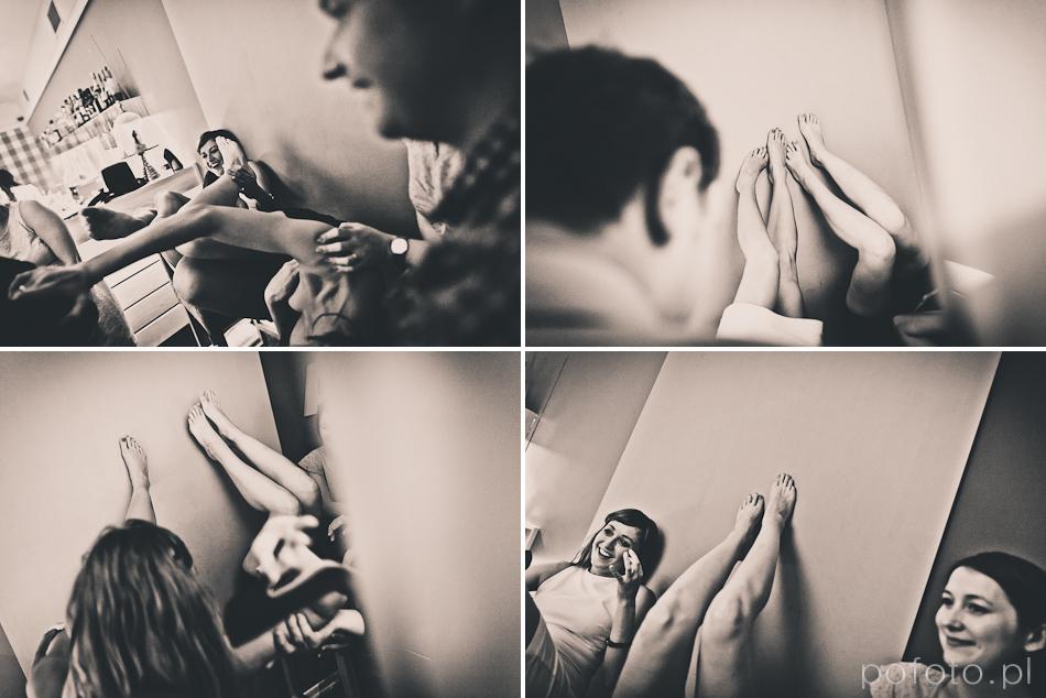 zabawa dziewczyn w fotobudce