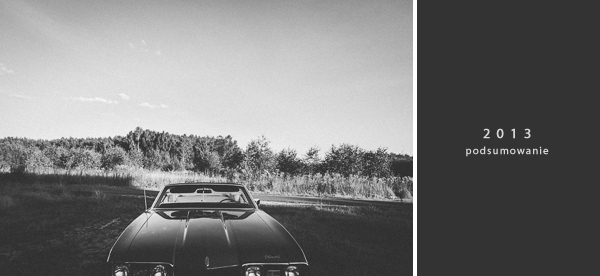 podsumowanie fotograficzne 2013 rozpoczyna czarno białe zdjęcie cabrioleta na polanie