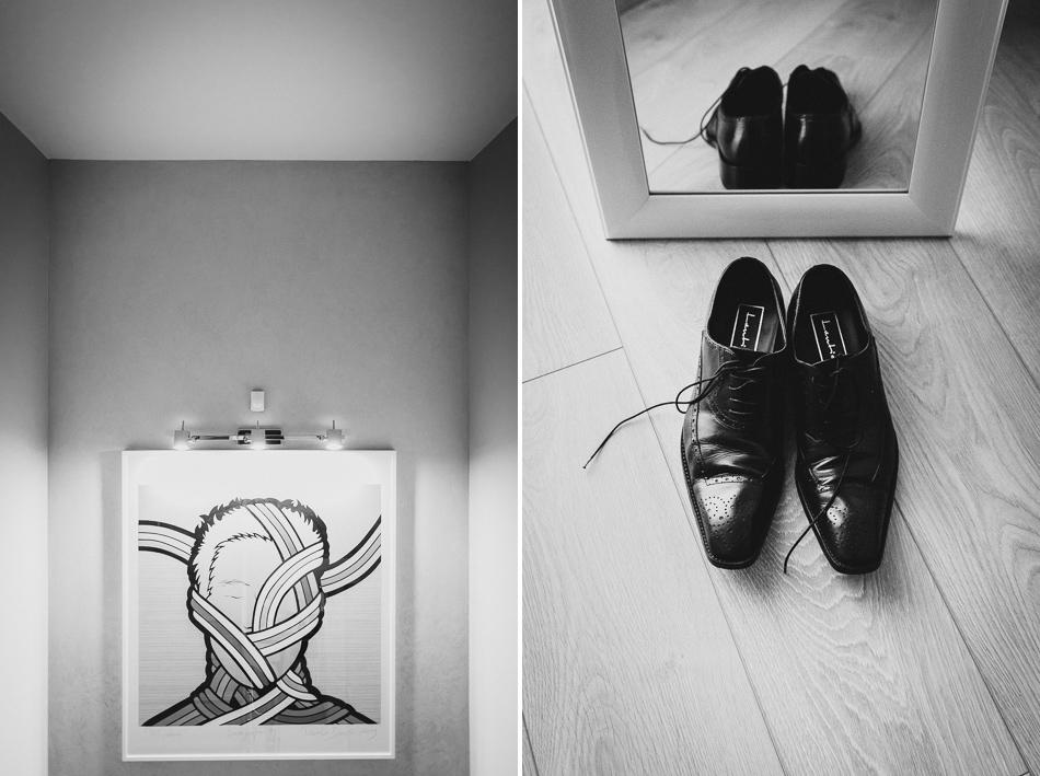 zestawienie buty pana młodego przy lustrze i obraz na  ścianie