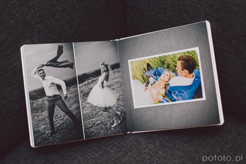 zdjecia z pleneru ślubnego na rozkładówce fotoalbumu slubnego