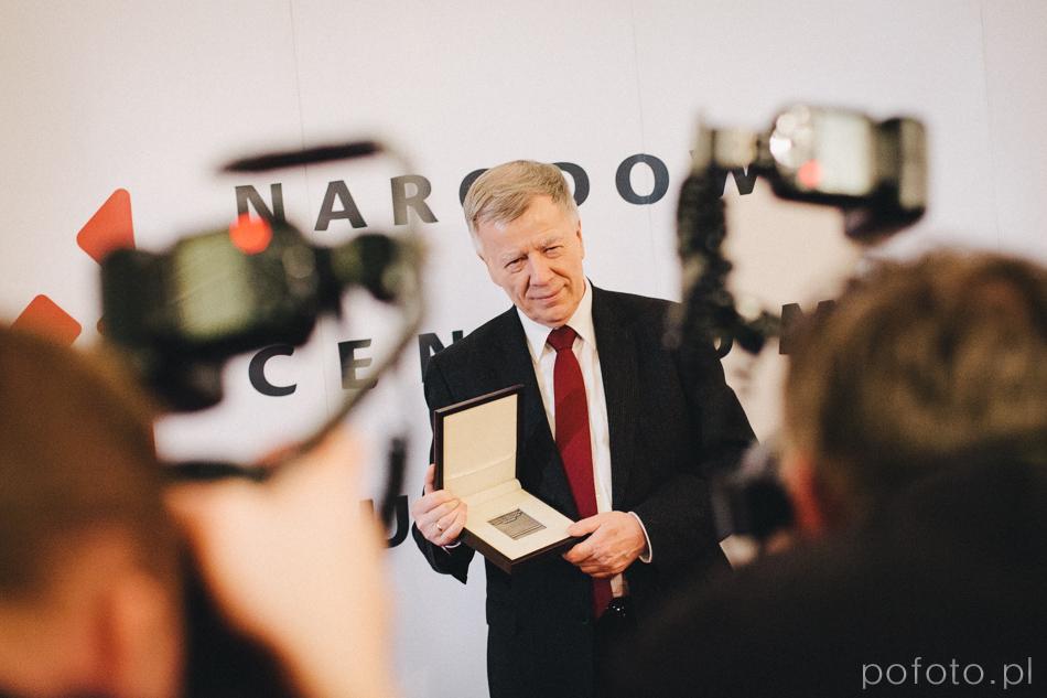 """fotoreportaż prof. Jan Miodek z medalem """"Zasłużony dla Polszczyzny"""""""