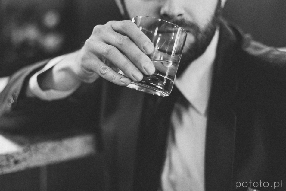 mężczyzna z whisky