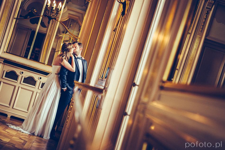 para młoda w Pałacu Poznańskiego podczas plener ślubny