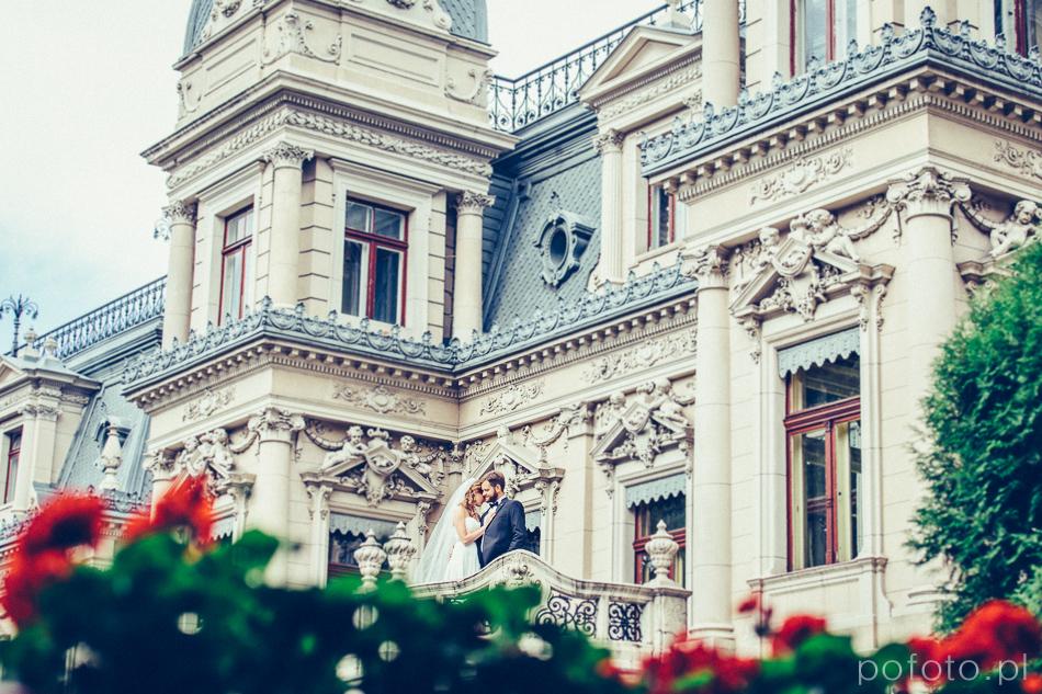 para młoda na balkonie Pałacu Poznańskiego