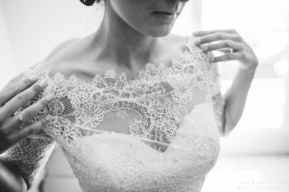 fotoreportaż ślubny, detal suknii panny młodej