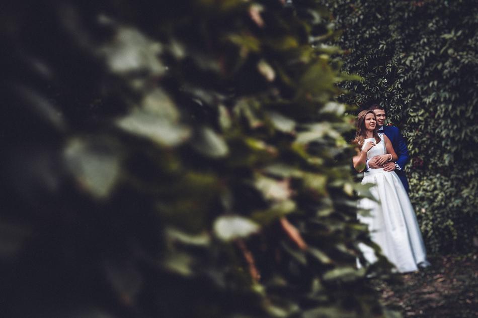 para młoda podczas pleneru ślubnego