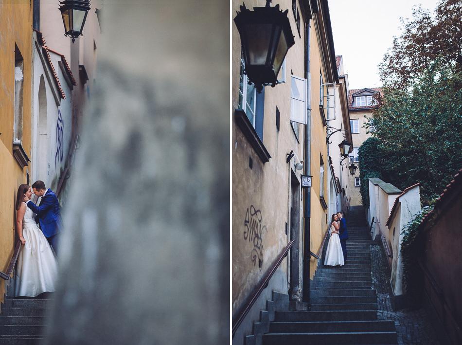 młoda para na schodach warszawy
