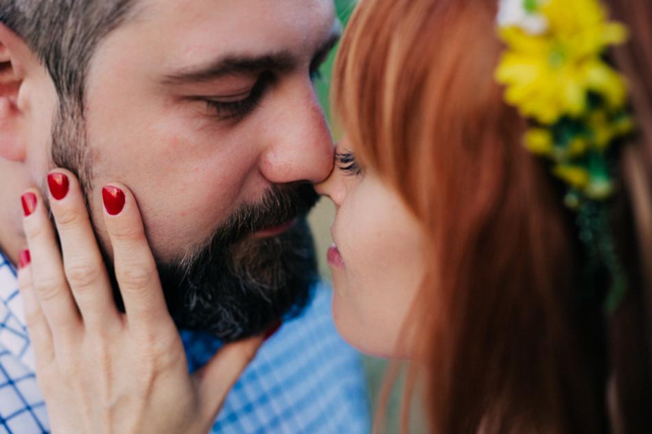 całująca się para młoda